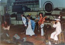 Groupe psychédélique acadien-gaspésien Mayonnaise Eyeball au Centre communautaire Douglas, à Gaspé, 1974